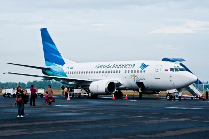 Garuda Indonesia service between Jakarta and Bali, and a 737-800suprise