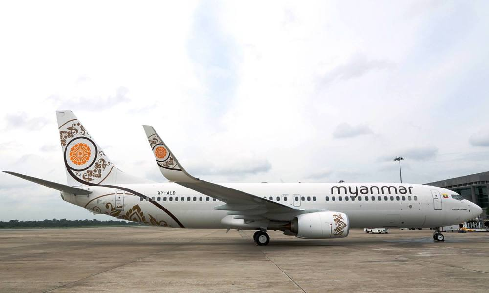 MNA Boeing 737-800