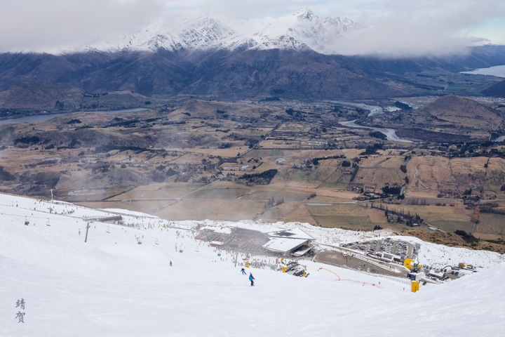 Skiing around Queenstown: Introduction to NZ skiing at Coronet Peak Ski Resort