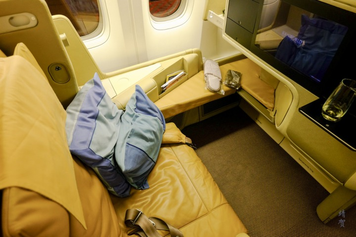 Singapore Airlines 777-300ER Business Class from Singapore to TokyoNarita