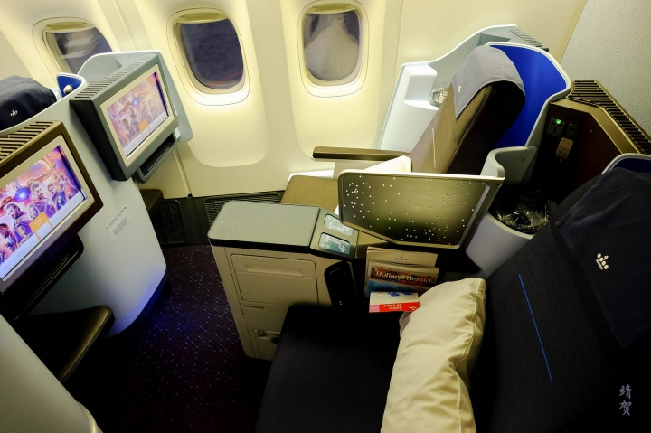 KLM Business Class on the 777-300ER from Denpasar Bali to Singapore