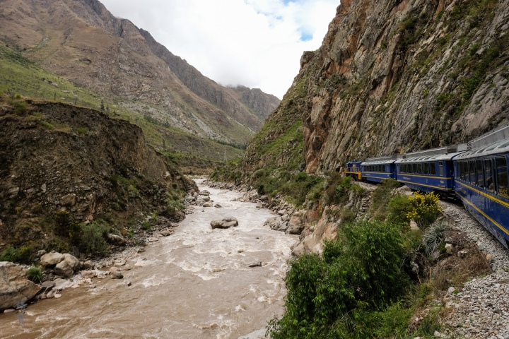 Peru Rail Vistadome Service from Ollantaytambo to Machu Picchu (Aguas Calientes)