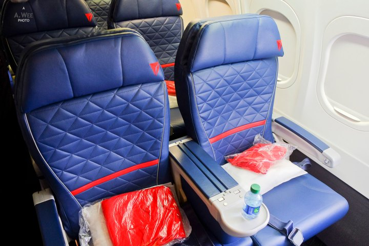 Delta 737-900 Domestic First Class from Detroit to Los Angeles